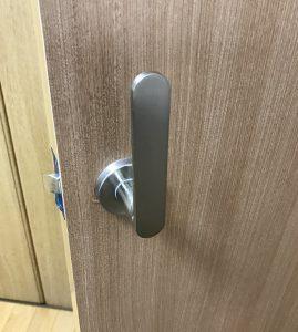 ドア赤ちゃん